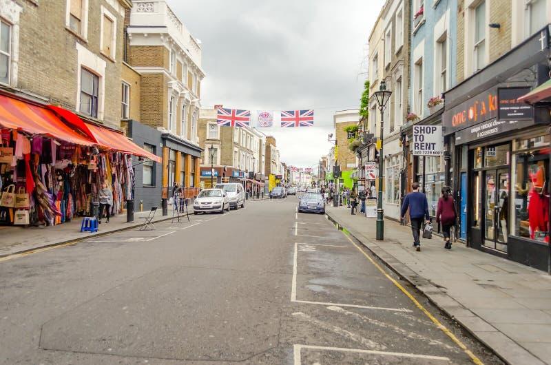 Ludzie chodzi w Portobello drodze, Notting wzgórze, Londyn zdjęcie stock