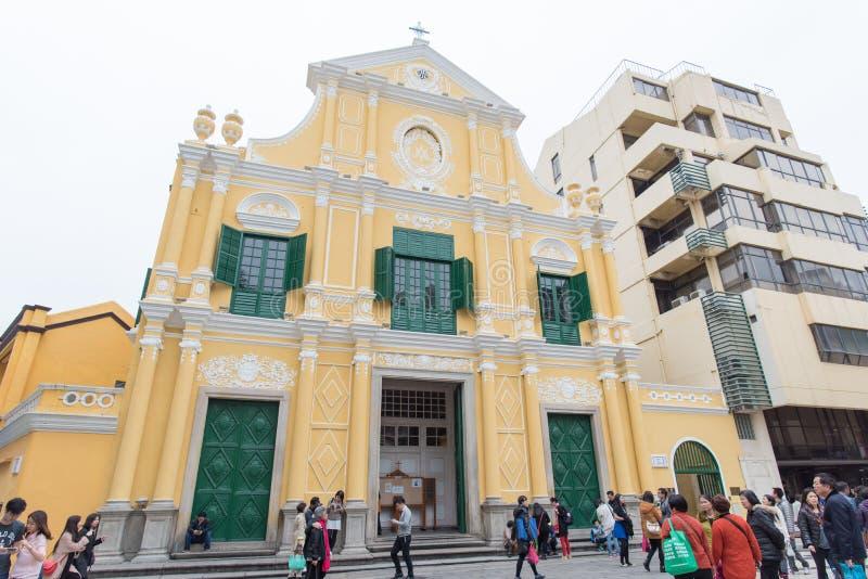Ludzie chodzi wokoło kościół St Dominic (Domingos) Largo robi Senado w Macau fotografia royalty free