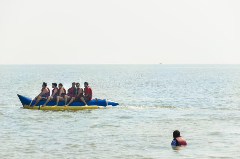Ludzie cieszy się Bananową przejażdżkę obrazy royalty free
