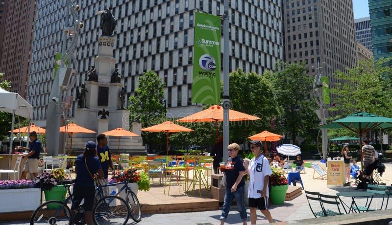 Ludzie cieszy się kampusu Martius parka w Detroit, MI zdjęcie royalty free