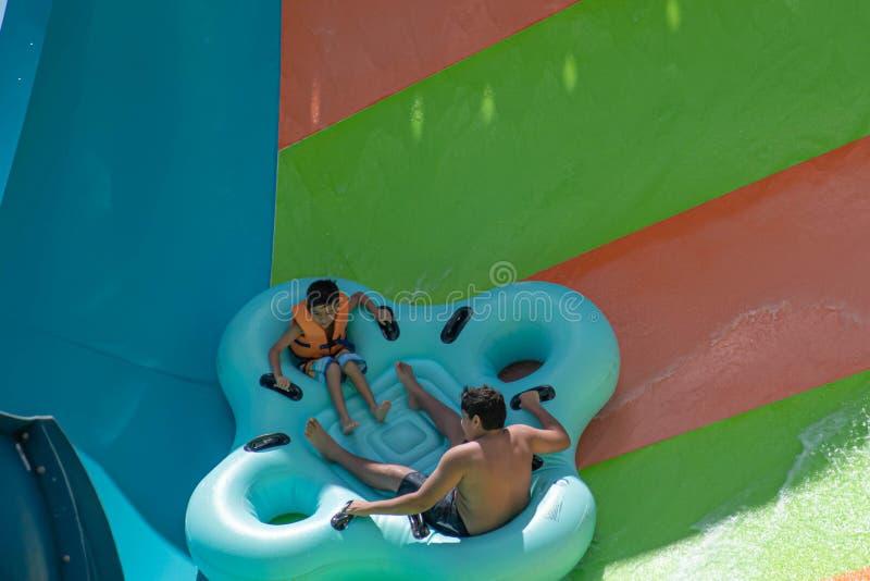 Ludzie cieszy się Kare Kare kędzioru wody przyciąganie przy Aquatica 6 zdjęcie royalty free