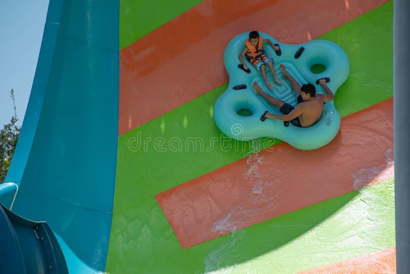 Ludzie cieszy się Kare Kare kędzioru wody przyciąganie przy Aquatica 5 fotografia stock