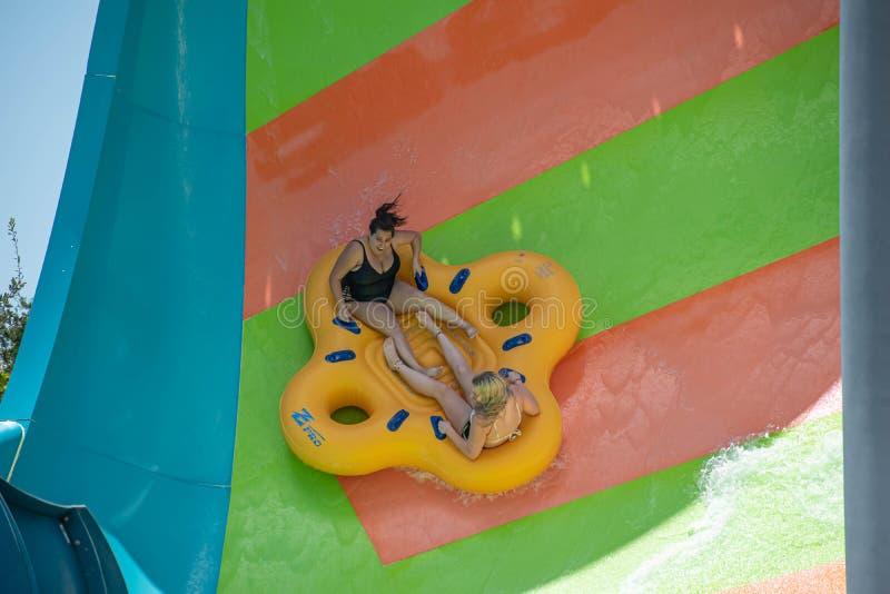 Ludzie cieszy się Kare Kare kędzioru wody przyciąganie przy Aquatica 7 zdjęcie royalty free