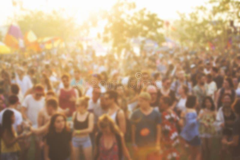 Ludzie Cieszy się muzyka na żywo Koncertowego festiwal obraz royalty free