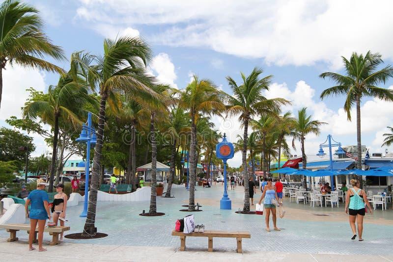 Ludzie cieszy się times square w forcie Myers Beaach, Floryda, usa obrazy stock