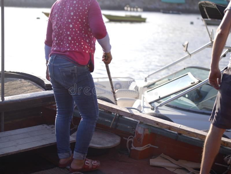 Ludzie Cumuje łodzie zdjęcie stock