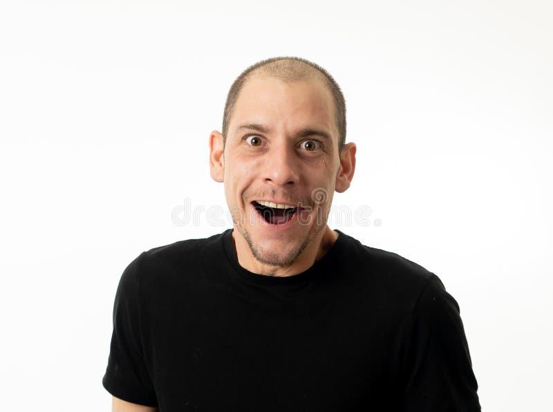 Ludzie emocji i wyrazy twarzy Portret komiczny m?ody cz?owiek z ?mieszn? szalon? szcz??liw? twarz? zdjęcie stock