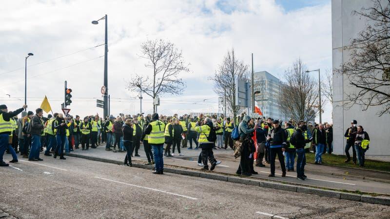 Ludzie Gilets Jaunes lub Żółty kamizelka protest w Strasburskim Francja zdjęcia royalty free