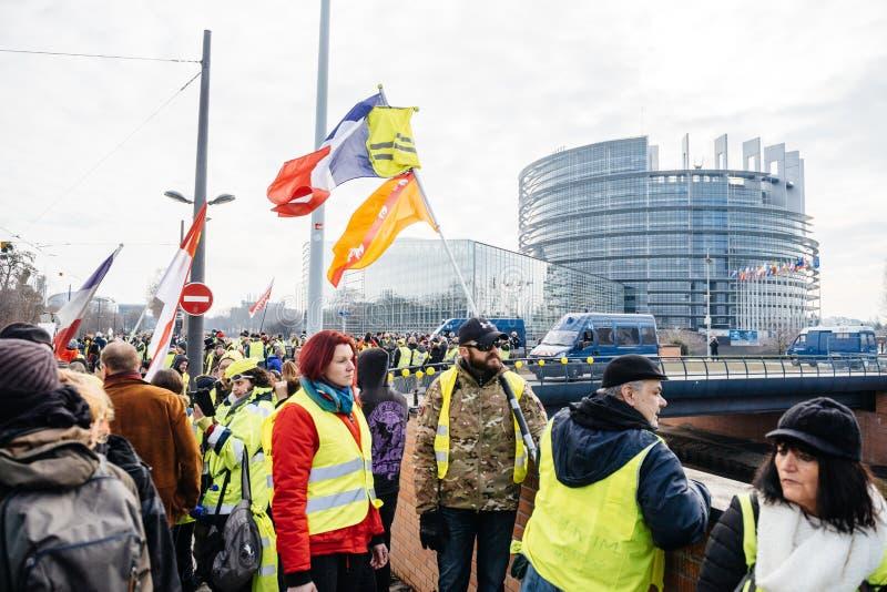 Ludzie Gilets Jaunes lub Żółty kamizelka protesta parlament europejski fotografia stock