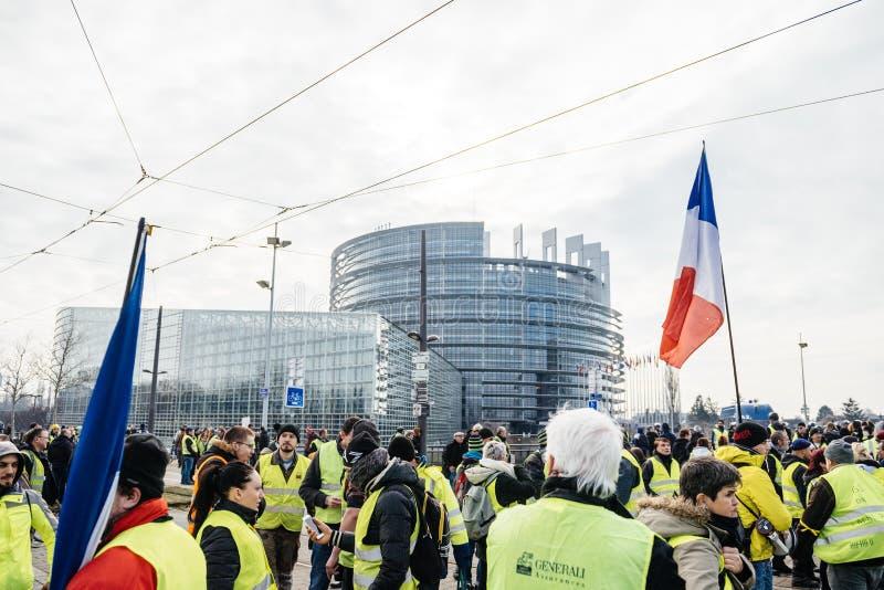 Ludzie Gilets Jaunes lub Żółty kamizelka protesta parlament europejski zdjęcie stock