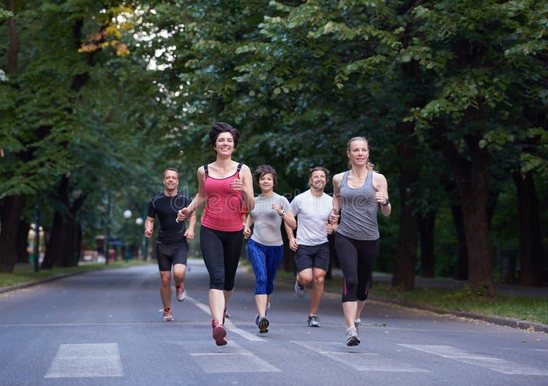 Ludzie grupują jogging obrazy royalty free