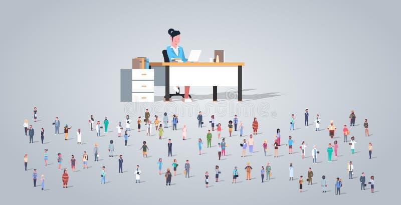 Ludzie grupują w frontowym kobieta nauczyciela obsiadaniu przy biurkiem różni zajęcie pracownicy mieszają biegową pracownika tłum royalty ilustracja
