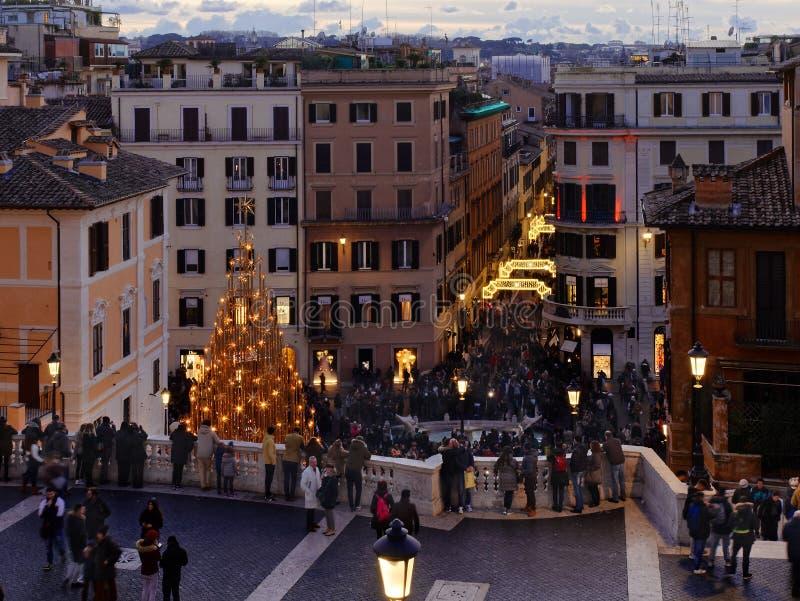 Ludzie hiszpańszczyzn kroczą bożego narodzenia xmas wakacyjny Rzym Włochy fotografia stock