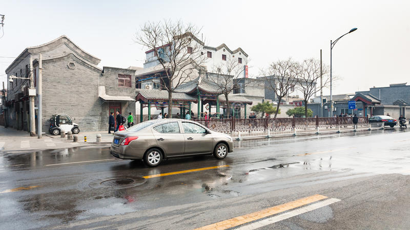 Ludzie i samochody na ulicie w PEKIN fotografia royalty free