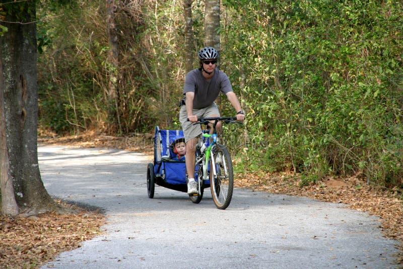 ludzie jazda roweru dziecka zdjęcia royalty free