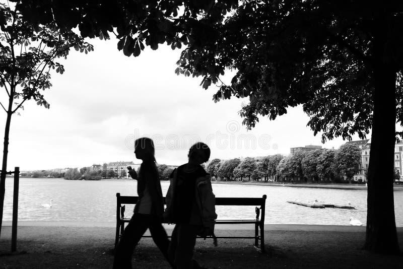 ludzie jeziorni stron fotografia stock