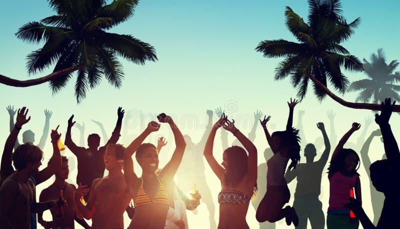 Ludzie Ma przyjęcia plażą obrazy royalty free