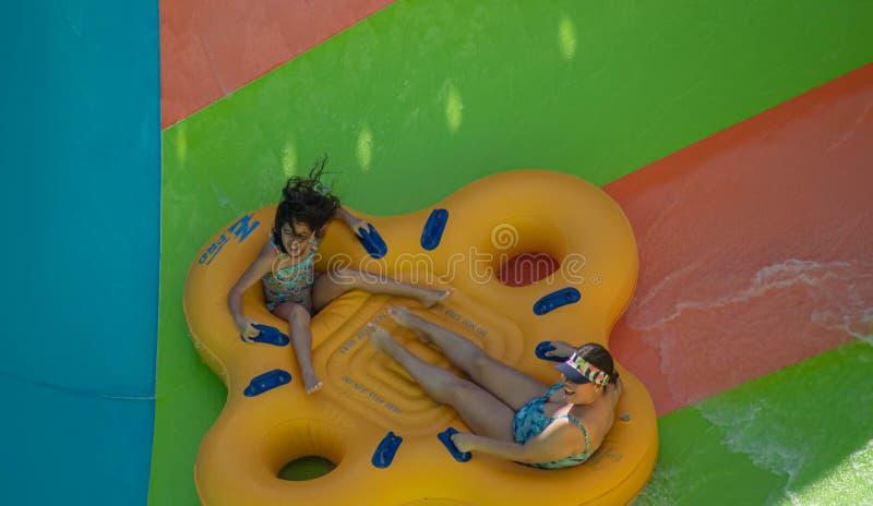 Ludzie ma zabawy Kare Kare kędzior przy Aquatica 3 fotografia stock