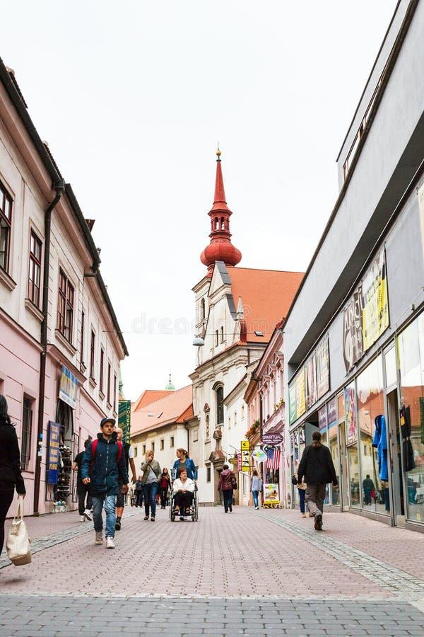 Ludzie na Josefska ulicie w Brno mieście obrazy stock