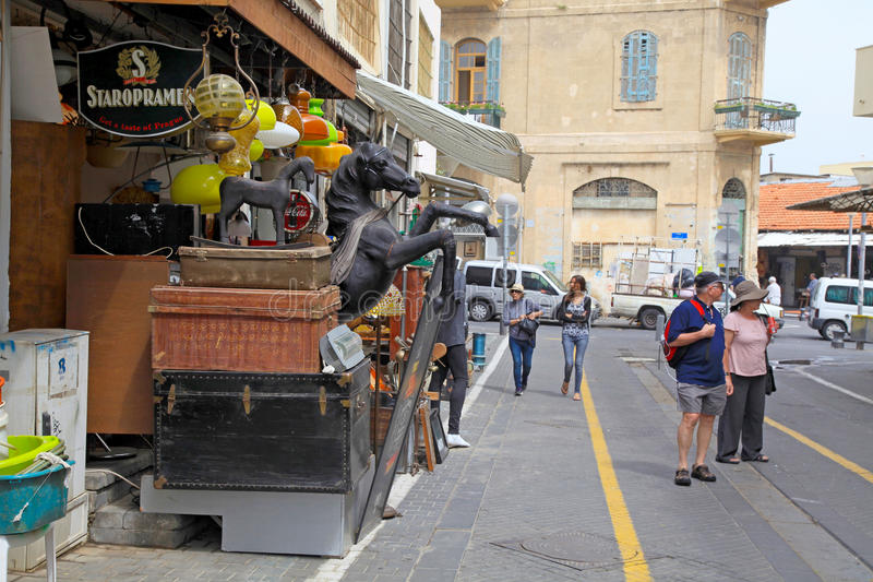 Ludzie na pchli targ w starym gromadzkim Jaffa, Tel Aviv, Izrael obrazy royalty free