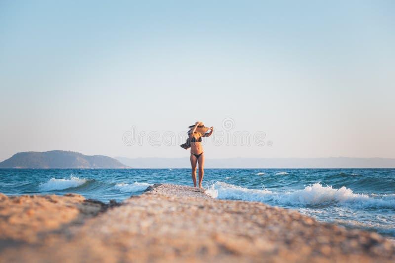 ludzie na plaży odprężające young obraz stock