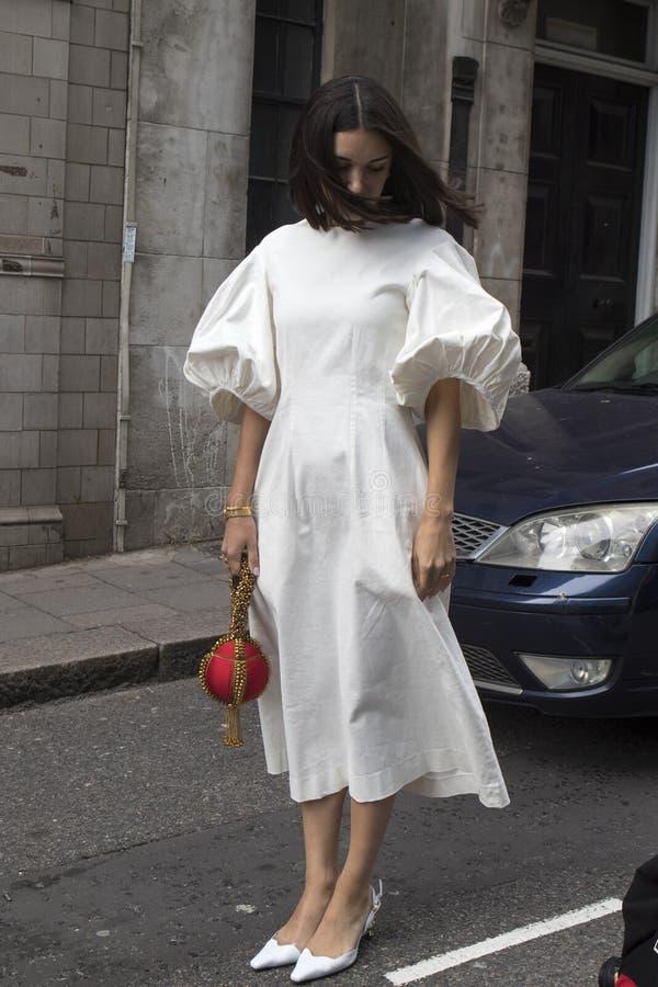 Ludzie na ulicie podczas Londyńskiego moda tygodnia obrazy royalty free