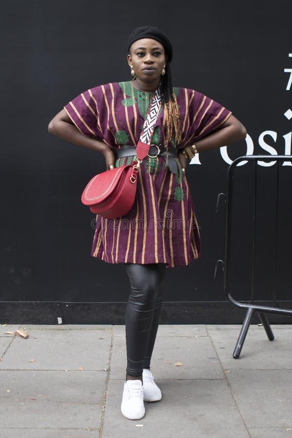 Ludzie na ulicie podczas Londyńskiego moda tygodnia zdjęcie royalty free