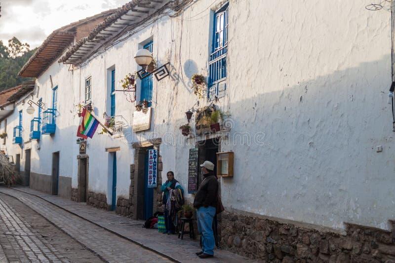 Ludzie na ulicie w centrum Cuzco zdjęcia royalty free