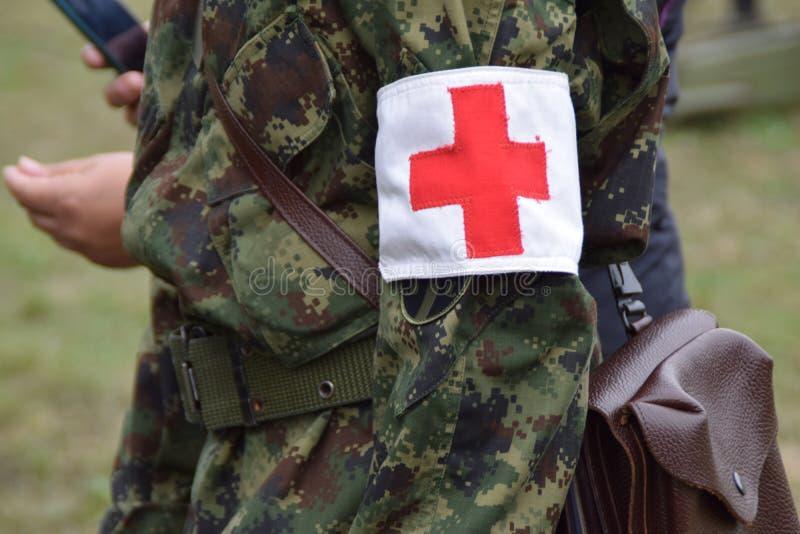 Ludzie od wojskowego czerwony krzyż obrazy stock