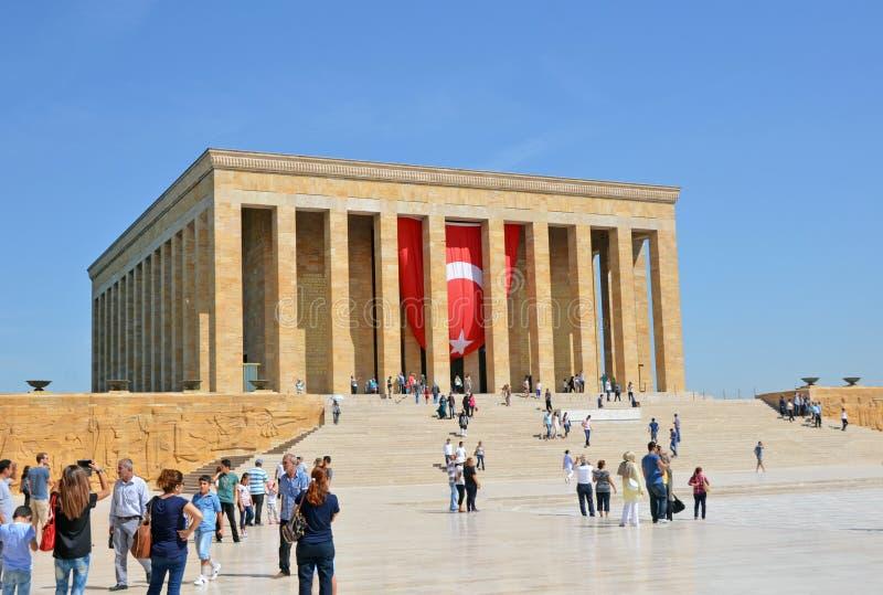 Ludzie odwiedzają mauzoleum Mustafa Kemal Ataturk zdjęcie royalty free