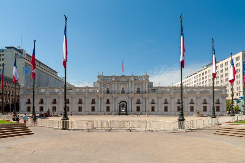 Ludzie odwiedzają Palacio De Los angeles Moneda w Santiago, Chile obrazy royalty free