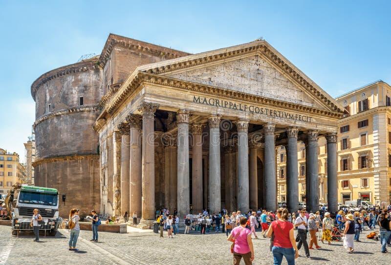 Ludzie odwiedzają panteon w Rzym, Włochy zdjęcie royalty free