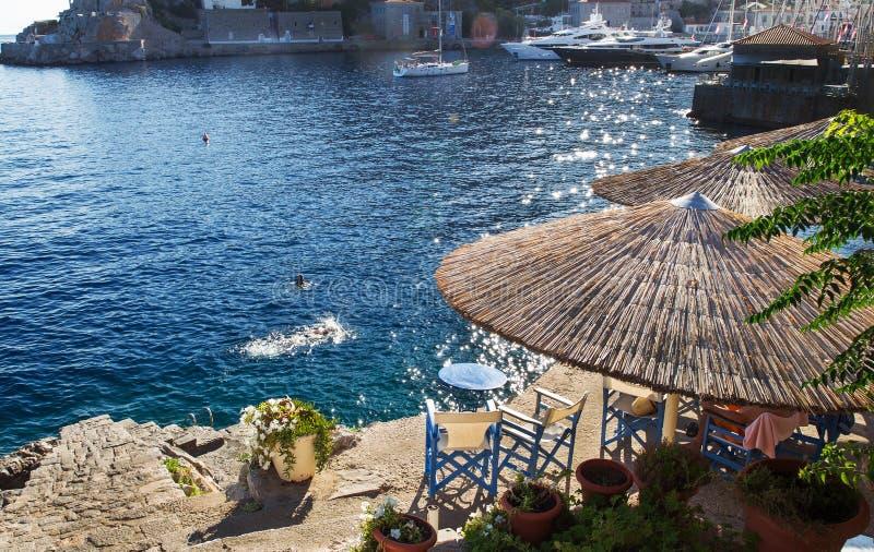 Ludzie p?ywa? Hydra grka wyspa Majestatyczny dzień zdjęcie stock