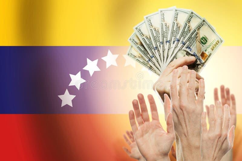 Ludzie podnosi ręki z dolarami i chorągwianego Wenezuela na tle Patriotyczny pojęcie fotografia stock