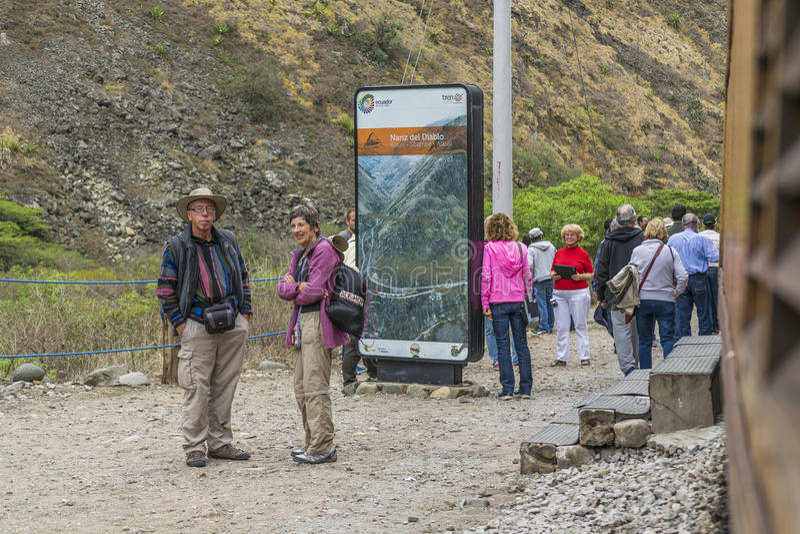 Ludzie przy Czarcią nosa pociągu wycieczką turysyczną Aluasi Ekwador obraz royalty free