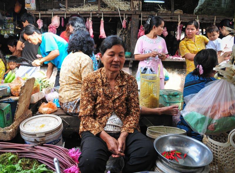 Ludzie przy magistrala rynkiem w Siem Przeprowadzają żniwa, Kambodża obrazy stock