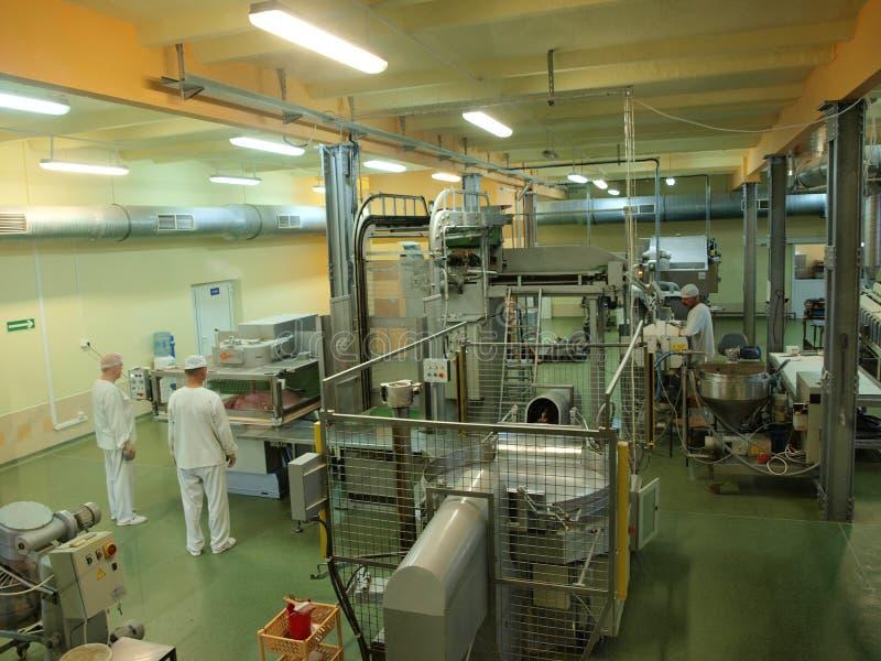 Ludzie przy pracą, cukierek fabryka, Lublin, Polska zdjęcia stock