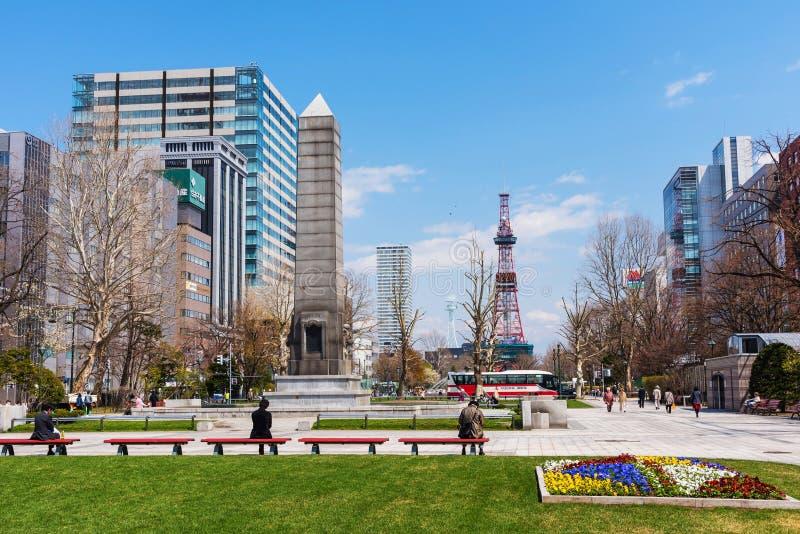 ludzie relaksują przy Odori parkiem, Sapporo obraz royalty free