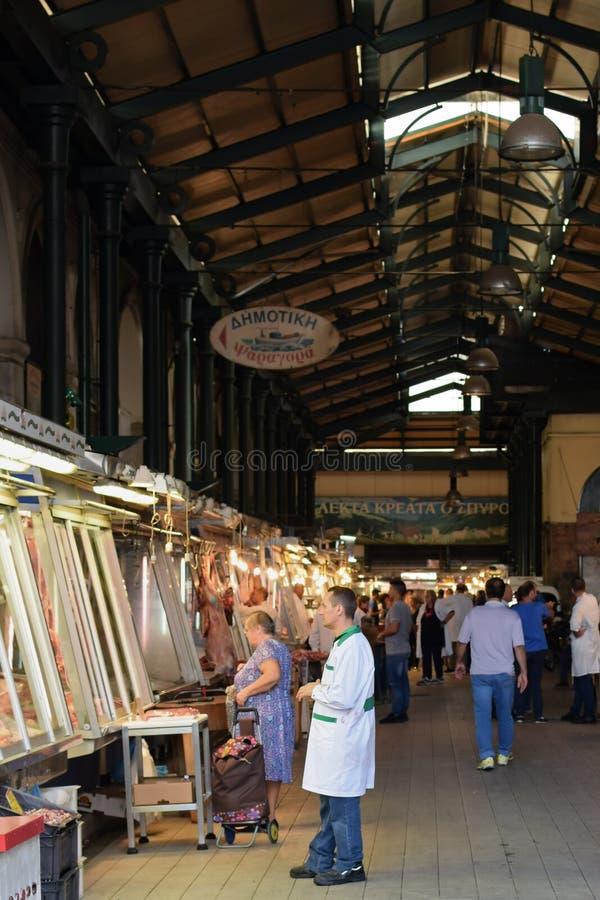 Ludzie robi zakupy przy mięsnym rynkiem zdjęcie royalty free