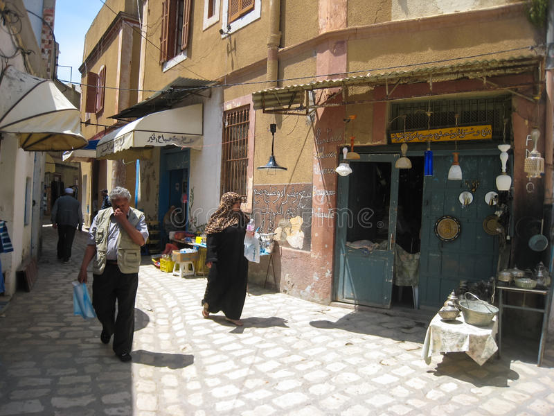 Ludzie robi zakupy przy Souk. Bizerte. Tunezja obraz stock