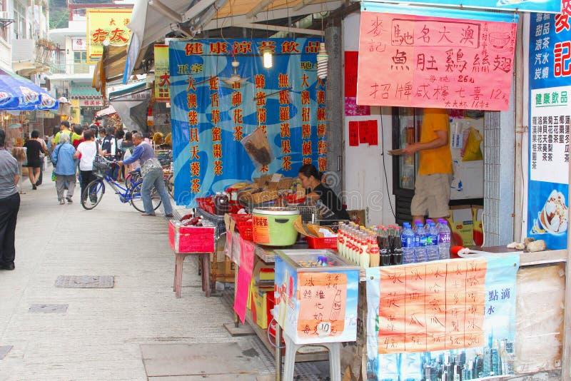Ludzie robi zakupy uliczną wioskę Tai O, Lantau wyspa, Hongkong zdjęcia royalty free