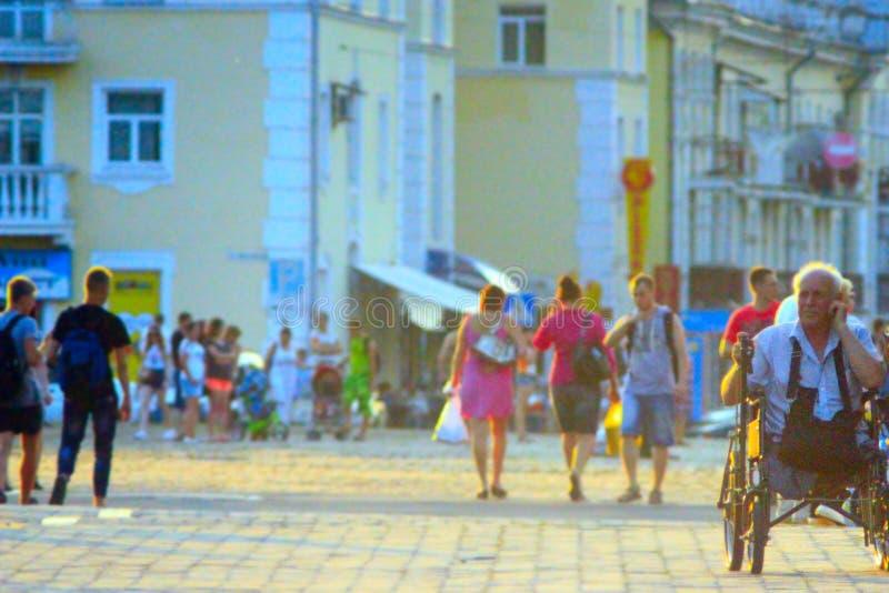 Ludzie spaceru w Chernihiv zdjęcia royalty free