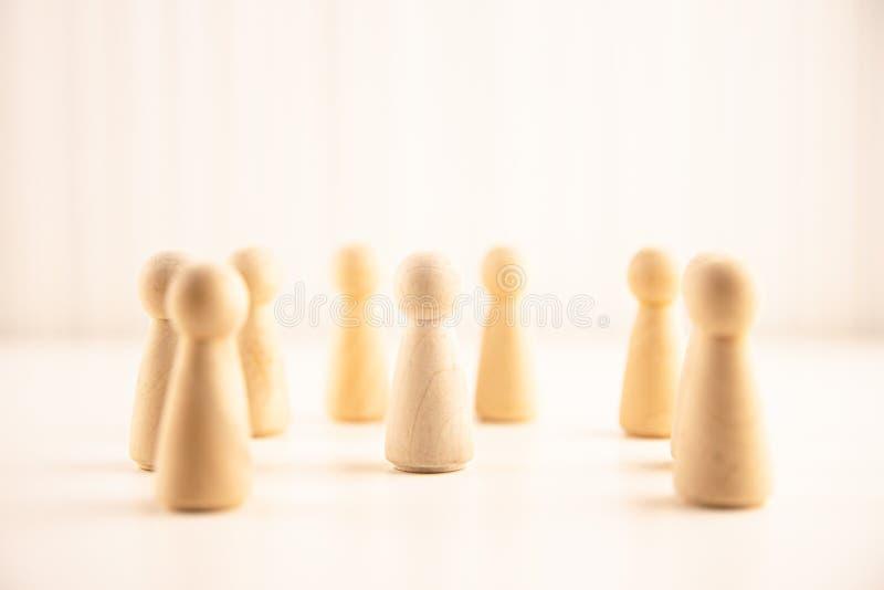 Ludzie stoi za tłumu od Dział zasobów ludzkich, talentu zarządzanie, Rekrutacyjny pracownik, Pomyślny biznesowy lider zespołu obrazy royalty free