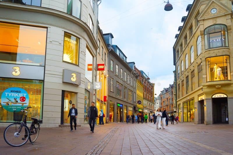 Ludzie Stroget zakupy ulicy Kopenhaga fotografia royalty free