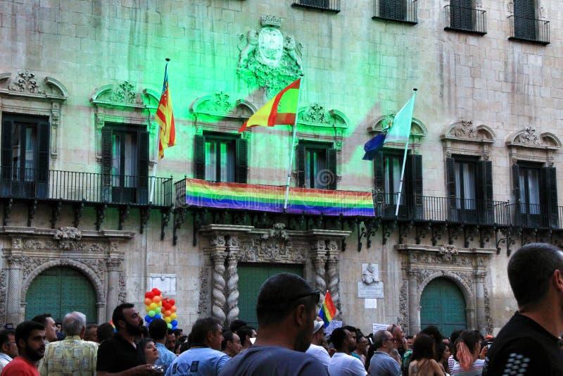 Ludzie tanczy dobrego czas i ma w Gay Pride paradzie w Alicante zdjęcie royalty free