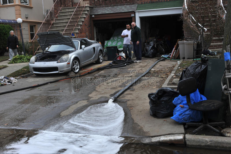 Ludzie target1007_0_ wodę z garażu fotografia royalty free