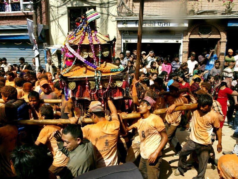 Ludzie target1290_1_ rydwan w Bisket Jatra obrazy royalty free