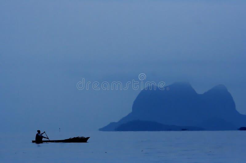 Download Ludzie to łodzi zdjęcie stock. Obraz złożonej z odosobnienie - 1071266