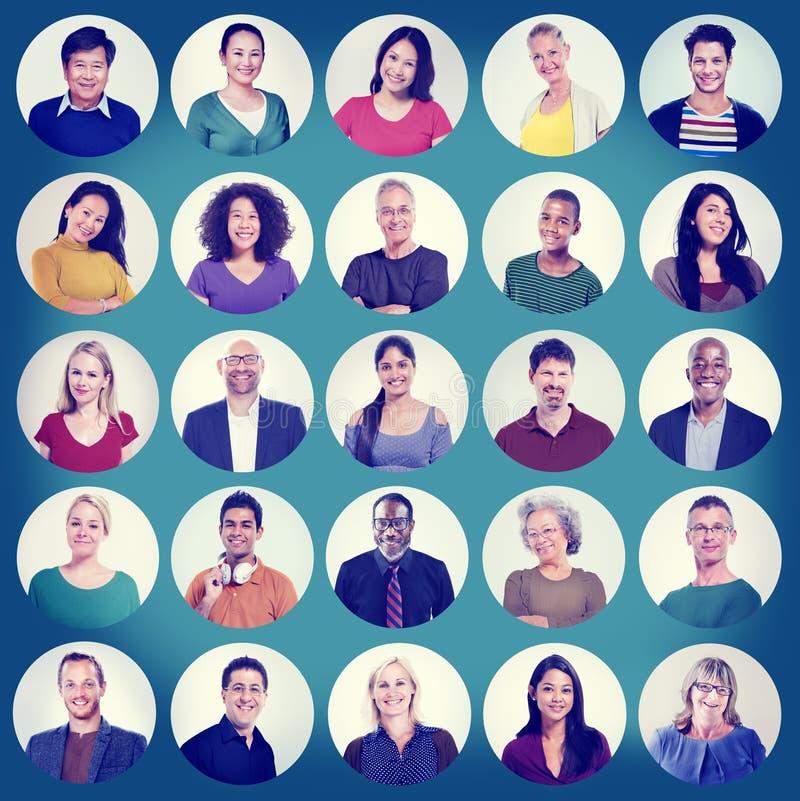 Ludzie twarz portreta Wieloetnicznego Rozochoconego Grupowego pojęcia fotografia royalty free