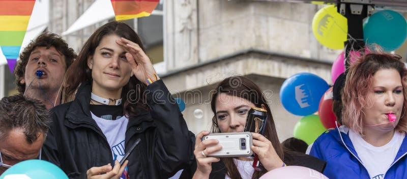 2019: Ludzie uczęszcza Gay Pride na pławiku paradują także znają jako Christopher dnia Uliczny CSD w Monachium, Niemcy fotografia stock
